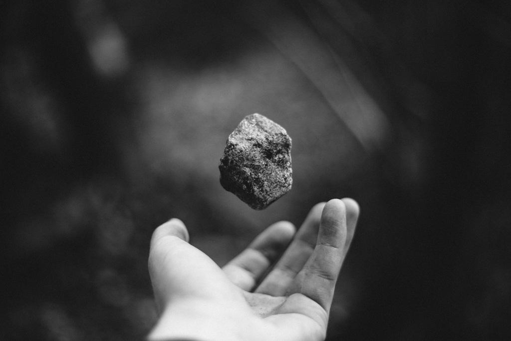 deprimido piedra